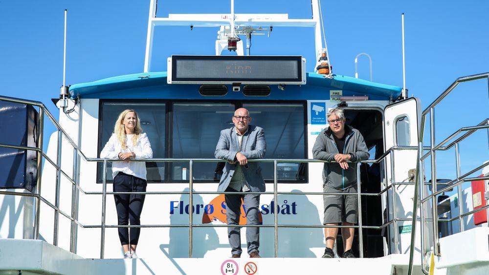 Florø-miljøet er klare til å bygge den første hurtigbåten drevet av hydrogen, men etterlyser drahjelp fra myndighetene. Fra venstre Kristin Svardal (prosjektleder Ocean Hyway Cluster), Stein Kvalsund (daglig leder Ocean Hyway Cluster) og Paal Skorpen (eier og daglig leder Florø Skyssbåt).