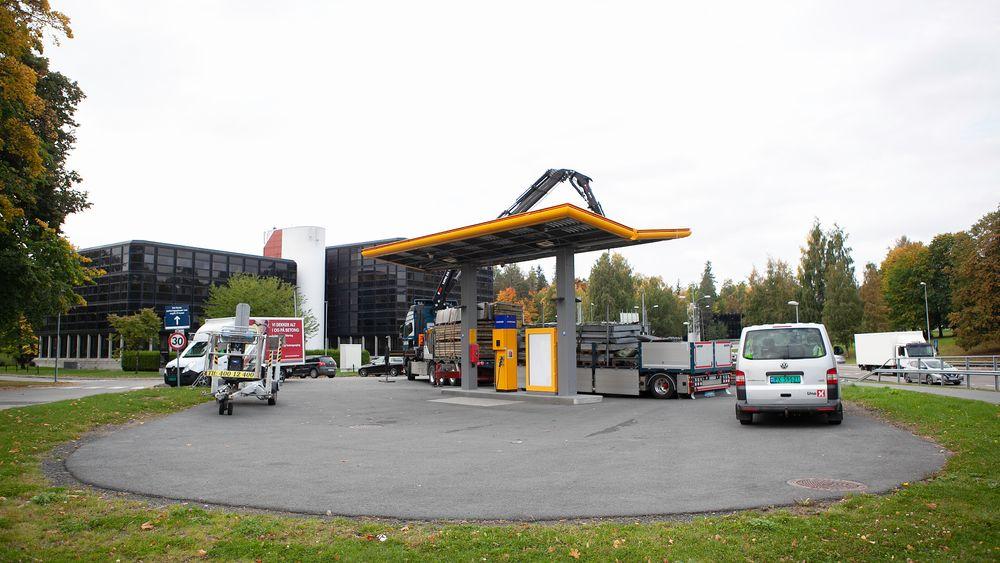 I helgen startet rivingen av hydrogenfyllestasjonen på Kjørbo.
