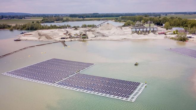 Her bygges flytende solcelleanlegg i masseuttak