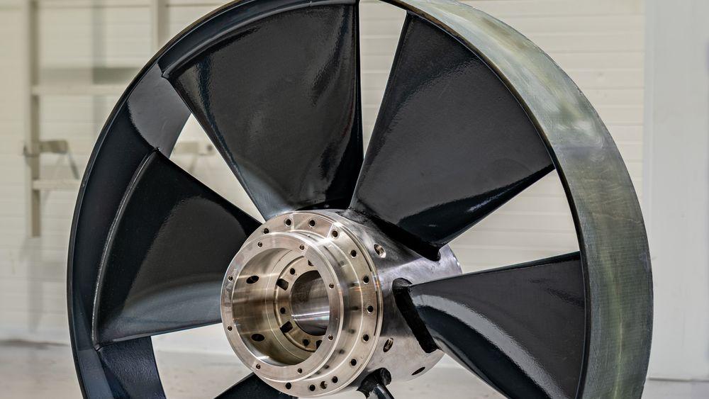 Prototyp av ny thruster i komposittmateriale som utvikles av Kongsberg Maritime i Ulsteinvik. Prosjektet har fått støtte på 16 millioner kroner av Forskningsrådet.