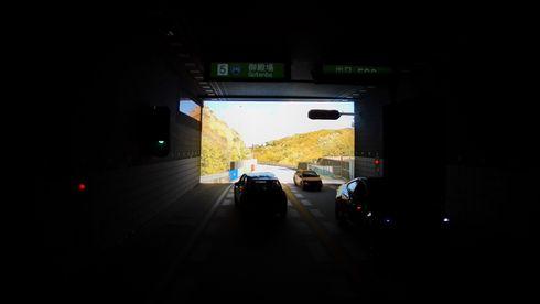 En selvkjørende bil må se som en ugle i mørket og som en ørn i sola – samtidig