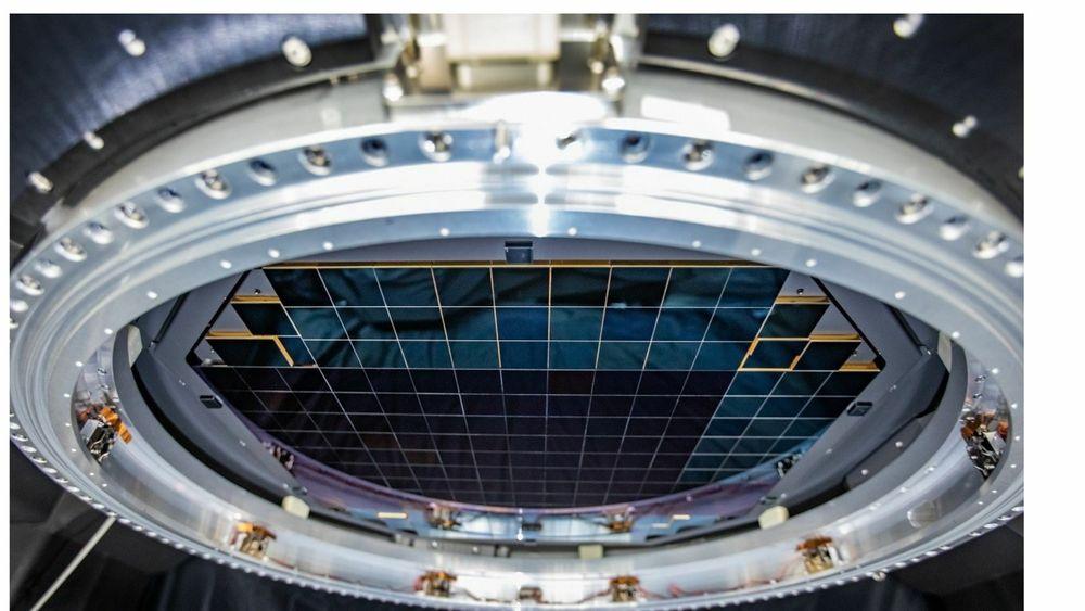 Verdens største digitale kamera med 3200 megapiksler består av 189 individuelle sensorer montert i enheter  3 x 3 sensorer.
