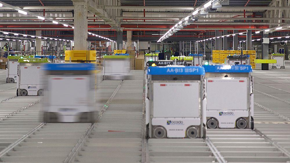 Robotene til britiske Ocado, som norske Autostore mener er et patentinngrep.