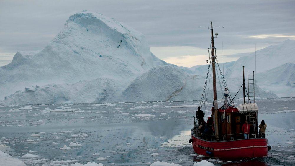 Smeltingen av grønlandsisen bidrar kraftig til havnivåstigningen, selv om CO2-utslippene kan bremses.