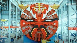 Tunnelboremaskinen er 150 meter lang med en diameter på 16 meter – skal bygge ny motorvei øst for Beijing