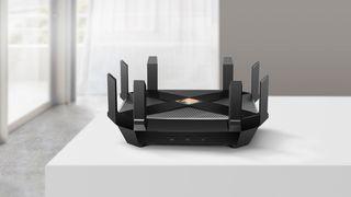 En Wifi 7-enhet vil ha dobbelt så mange antenner som denne Wifi 6-ruteren fra TP-Link.