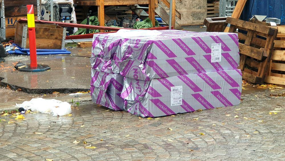 Materialer kan bli liggende ute i alt slags vær på byggeplassen.