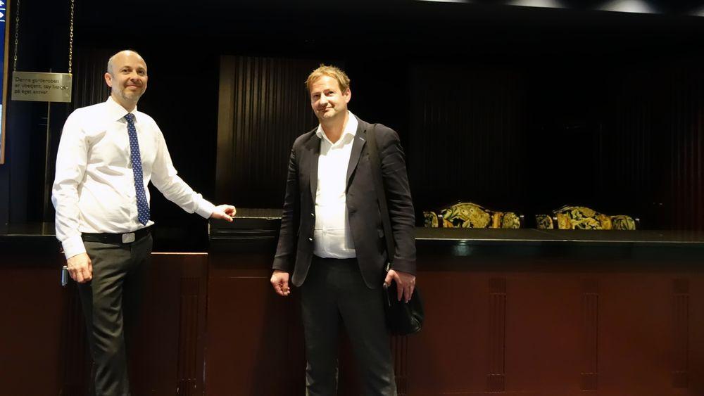 Gründer og oppfinner Torfinn Borsheim (t.h.) rett før han skulle i retten. Her sammen med advokat Halvor Manshaus.