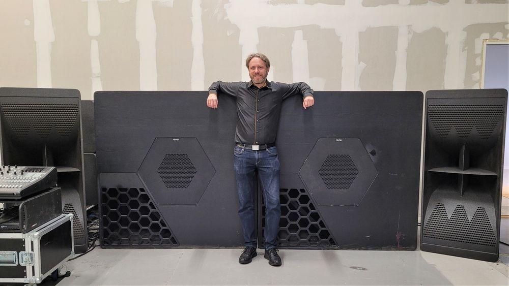 Låter voldsomt: Teknologisjef Rune Skramstad i NNNN gav oss en lyttetest som inkluderte deres største basshorn. Vi kan med hånden på hjertet si at vi aldri har hørt maken. Det var som å sitte bak en jetmotor, men en som spilte vakkert.