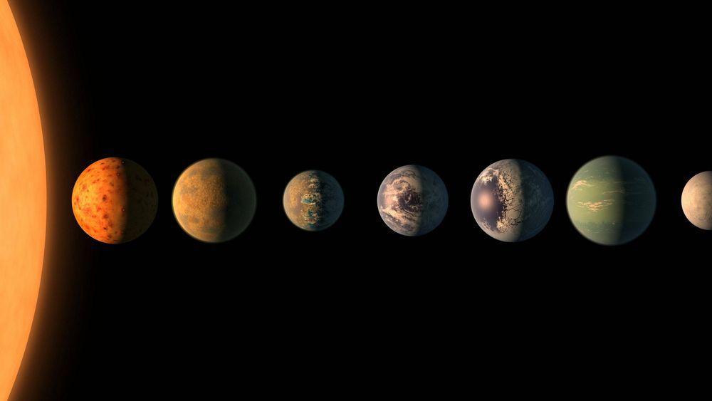 I planetsystemet rundt stjernen Trappist-1, 39 lysår unna, har Tess-teleskopet funnet syv planeter av samme type som Jorden. Tre av dem kretser om stjernen i den beboelige sonen.