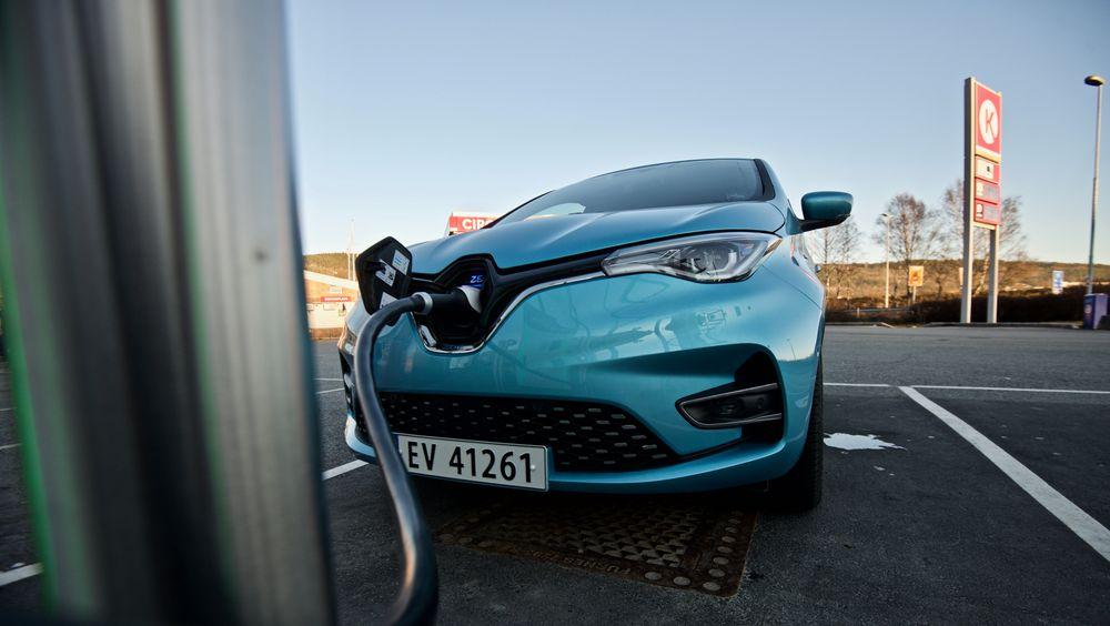 Renault Zoe ligger på topp blant elbilene i Tyskland. Tallene er fra før salget av Volkswagen ID.3 er kommet skikkelig i gang.