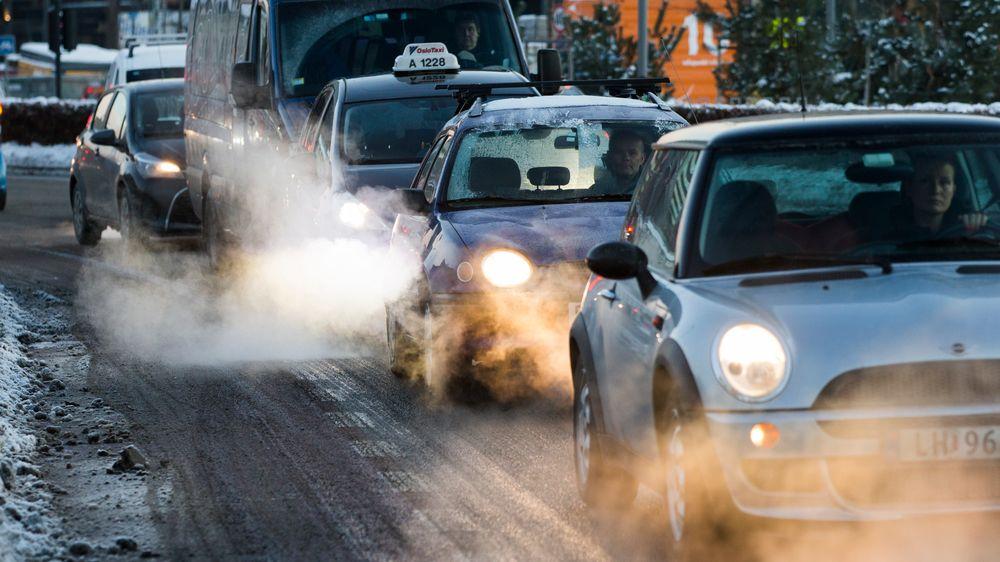 Folkehelseinstituttet og Miljødirektoratet senker luftkvalitetskriteriet for nitrogendioksid, som folk hovedsakelig blir eksponert for gjennom veitrafikken.