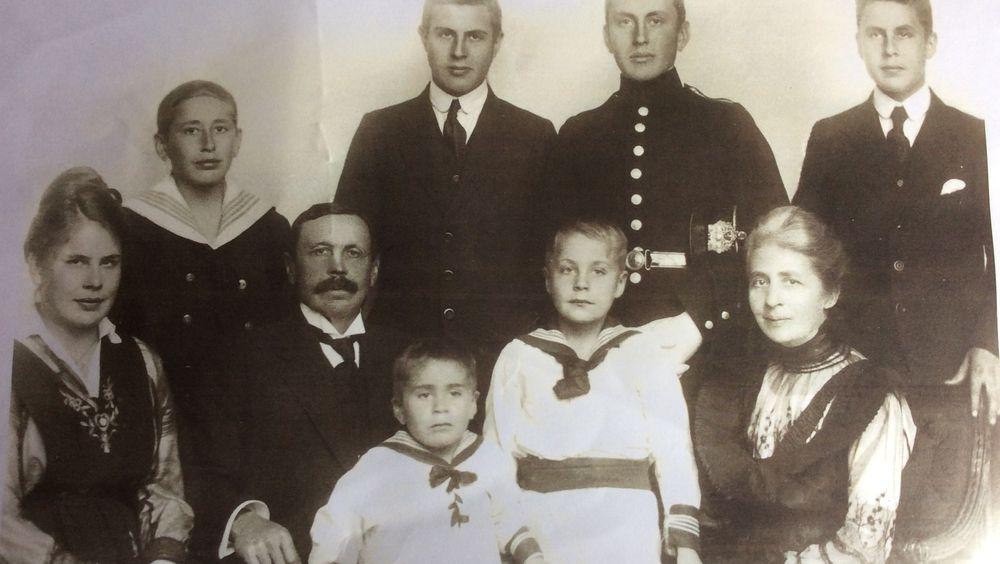 Wessel-familien ca 1917: Jan, Andreas, Ernst I, Peter, Maria, Henrik, Ernst II, Svend og Frieda.