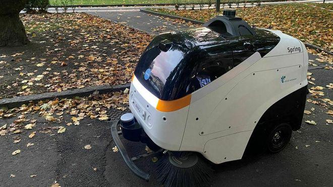 Her gjør den selvkjørende kostemaskinen rent i hovedstaden for første gang