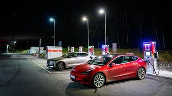 Tesla Model 3 lader litt raskere enn Polestar 2.