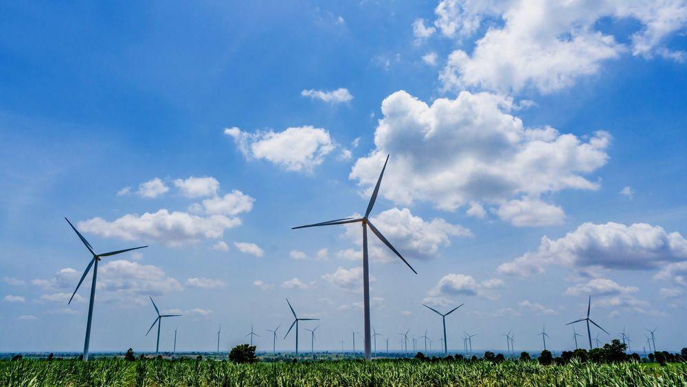 Et næringsliv svekket av helsekrisen og forbrukere med nedsatt kjøpekraft har behov for sikker energi til moderate priser. Vindkraft og solkraft tilfredsstiller ikke dette behovet, skriver Øystein Noreng.