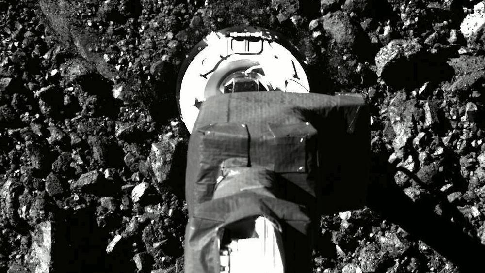 Video av innsamlingsforsøket til romfartøyet Osiris-Rex har styrker troen på en vellykket operasjon på asteroiden Bennu.