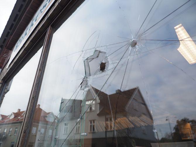 Skadene var synlige etter angrepet på Rakkestad Avis.