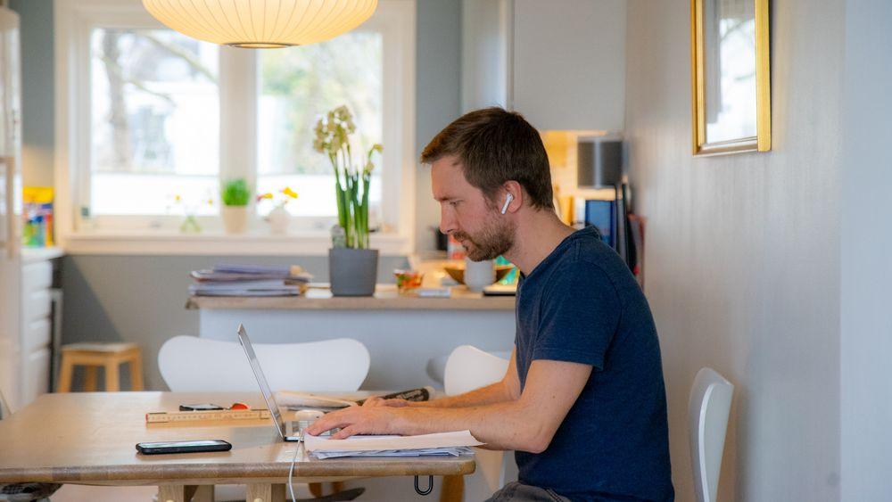 Vi jobber 42 minutter mer i uken på hjemmekontor