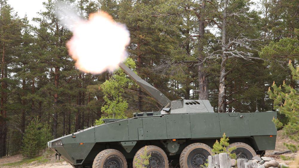 Her er Patria Nemo-bombekasteren montert på en AMV, også den produsert av Patria. Dersom test og demonstrasjon blir vellykket, vil den amerikanske hæren kjøpe inn denne typen våpen produsert på Kongsberg-fabrikken i Pennsylvania.