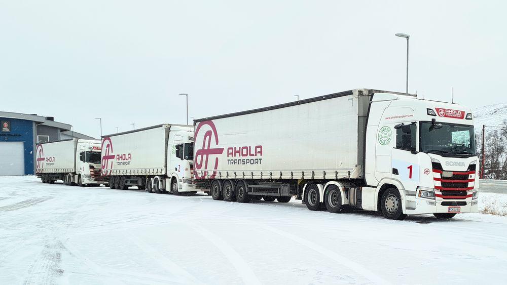 I samarbeid med Finske Ahola og NTNU har Statens Vegvesen testet å koble sammen lastebiler til såkalte tungbil-tog, eller truck trains.
