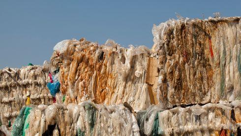 Resirkulering holder ikke: Ny forskning viser at vi må skru ned produksjonen av plast dramatisk
