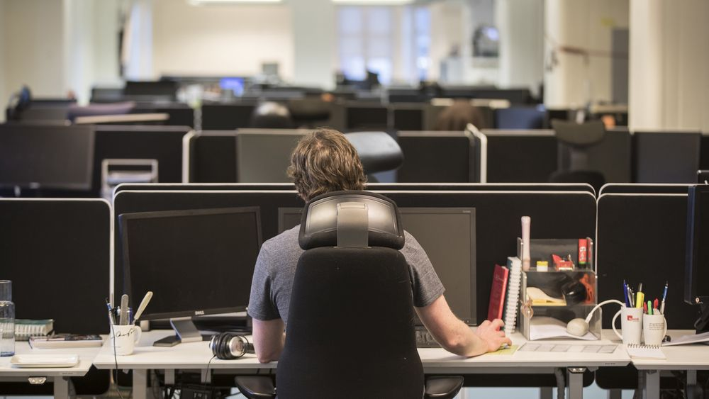 Hvor lenge vil dette være normalsituasjonen? Smitteverntiltak kan endre måten vi bygger kontorarbeidsplasser på, tror høyskoleingeniør Arne Pihl Bordi.
