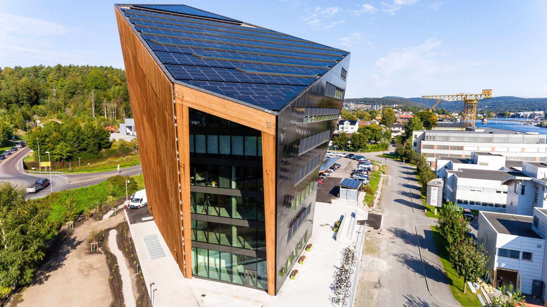 Det nye bygget ved Kulltangbrua i Porsgrunn har fått tilnavnet «den grønne diamanten». Det offisielle navnet er Powerhouse Telemark.