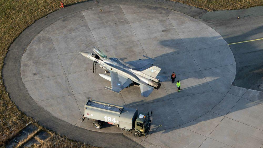 Tanking av en gresk F-16 på Bodø flystasjon under Trident Juncture i 2018. Hellas er i ferd med å oppgradere 84 F-16 og kjøpe inn både Rafale og F-35A i tillegg.