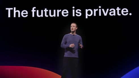 Mark Zuckerberg på scenen under F8-konferansen.