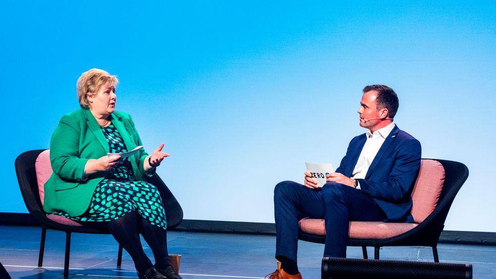 Statsminister Erna Solberg i samtale med Zero-leder Marius Holm under Zerokonferansen i 2018.