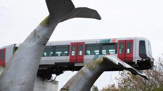 Hval-skulptur stoppet løpsk T-bane fra å styrte i vannet