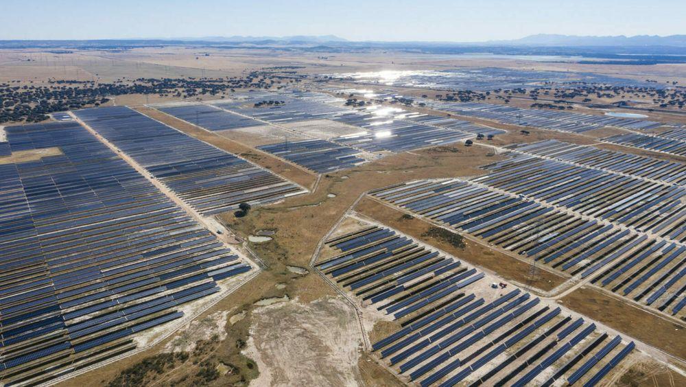 Statkraft satser hardt på solenergi, og kjøper Solarcentury for 1,4 milliarder kroner. Her fra Solarcenturys Talayuela solpark i den spanske regionen Extremadura (300 MWp).