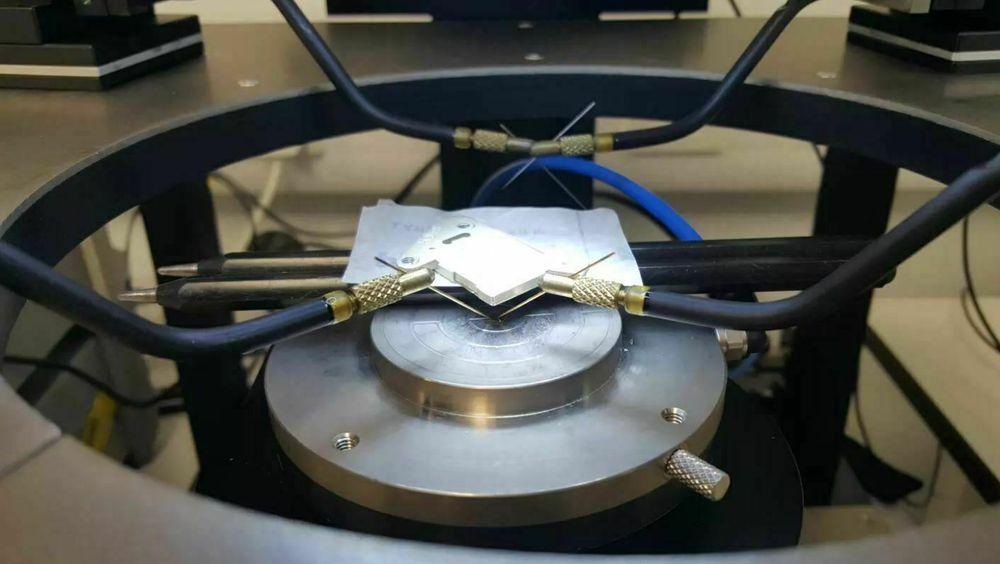 Etter 5700 års bruk har et atombatteri fra Arkenlight fortsatt 50 prosent av kapasiteten igjen. Dette er prototypen som selskapet håper å gjøre kommersiell om fire år.