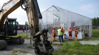 20 tonn med drivhusglass ble til isolasjon nok til 20 bolighus
