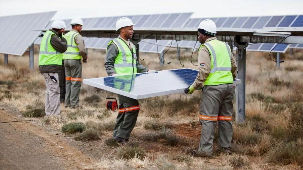 Hva kan norske selskaper og statlig kapital utrette i fornybarsektoren? Her fra Scatecs solkraftanlegg Linde, Sør-Afrika.
