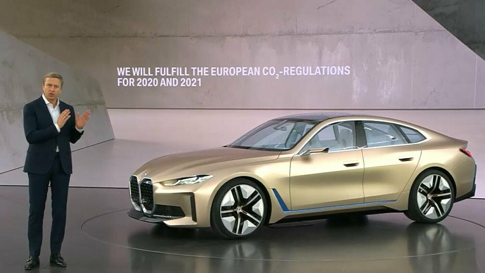 BMW-sjef Oliver Zipse under lanseingen av BMW i4-konseptet. Denne bilen bygger på en delt plattform.
