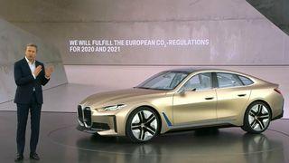BMW-sjef Oliver Zipse under lanseingen av BMW i4-konseptet.