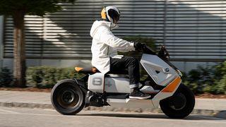 BMWs konseptscooter har utradisjonell design.
