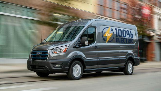 Ford lanserer motorsterk elektrisk Transit med 350 kilometer rekkevidde