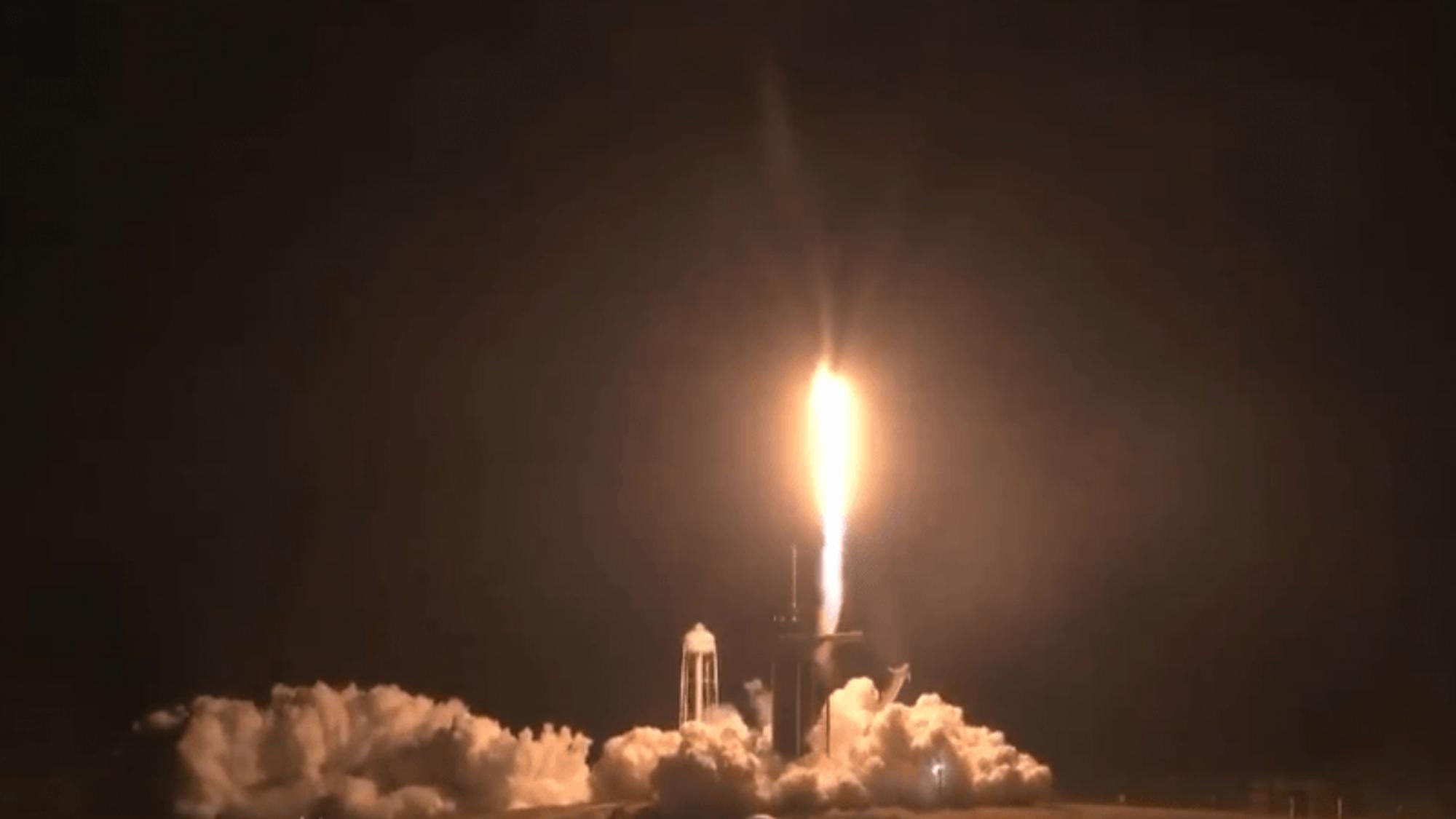 SpaceX sender astronauter til ISS: Fikk problemer fire timer etter utskytning