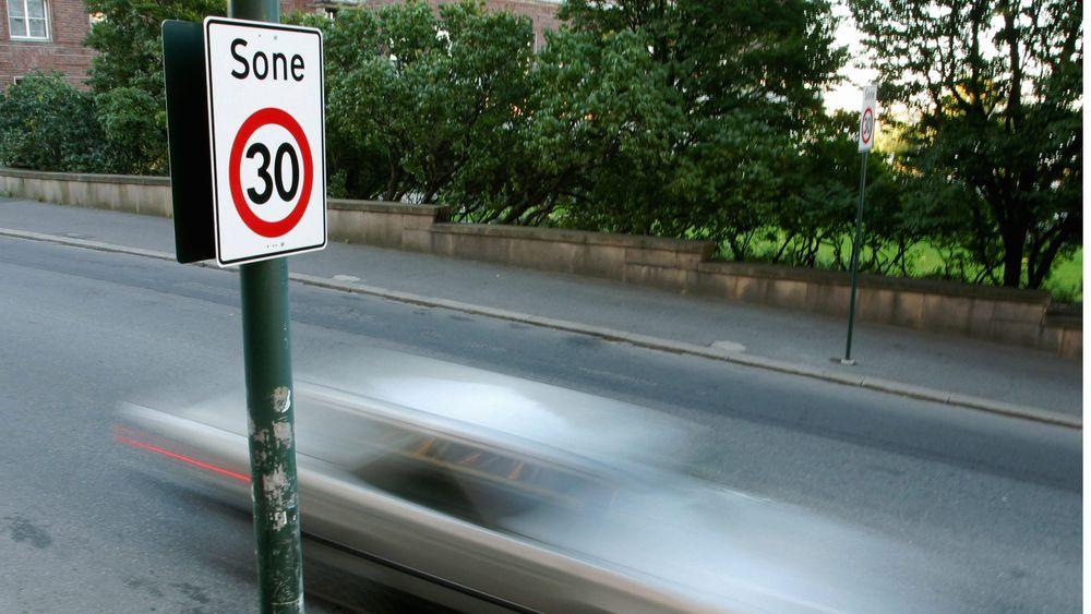 Spanske myndigheter har bestemt at alle enveiskjørte gater i landets byer skal ha en fartsgrense på 30 km/t.