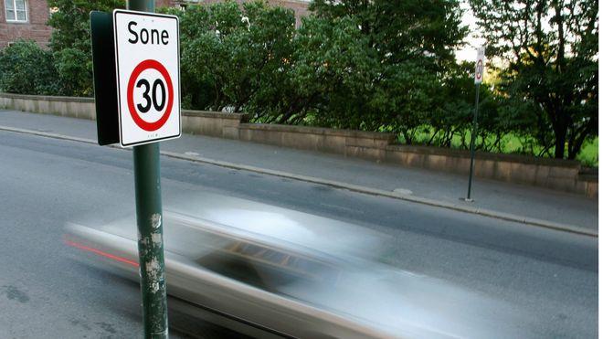 Først i verden: I dette landet blir det forbudt å kjøre i mer enn 30 km/t i alle byer