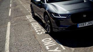Britene forbyr fossilbiler om ni år. Det kan gi en dominoeffekt i Europa