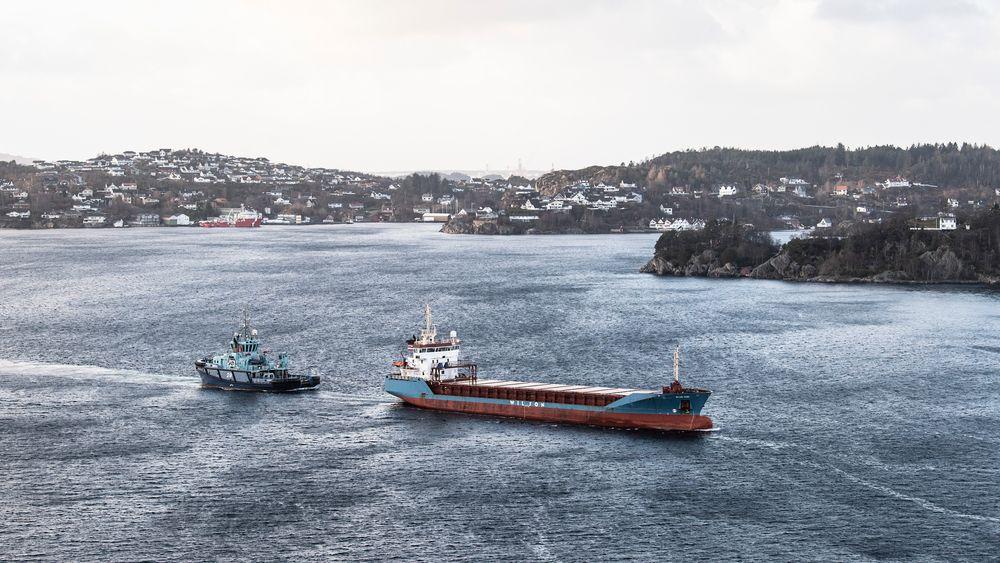 Søndag morgen var det dramatisk da skipet nesten gikk på grunn ved Televåg.