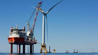 Equinor og partnere sikrer 65 milliarder til verdens største havvindpark