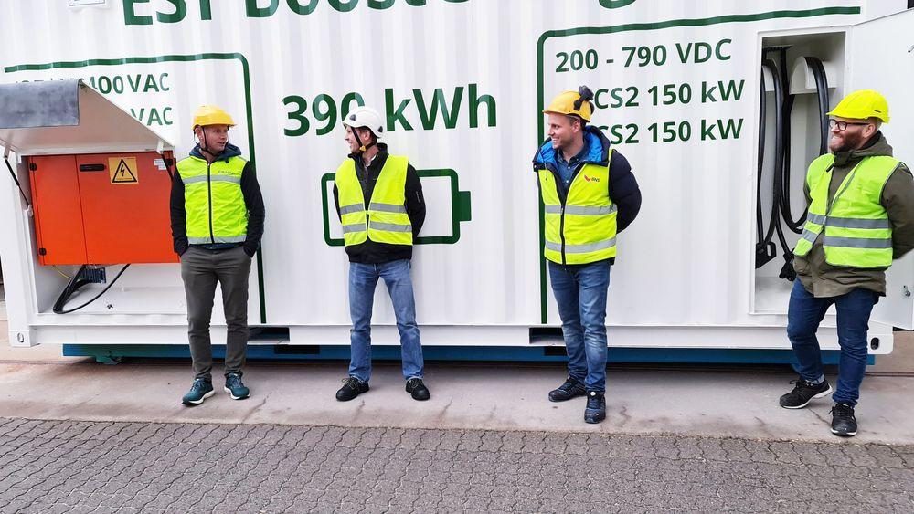 I ett år har de jobbet med å utvikle den mobile hurtigladeren. Fra venstre: Trond Egil Hagnæs (salgssjef, EST Floattech), Jannik Stanger (daglig leder, EST Floattech), Knut-Anders Eidsnes Johannesen (prosjektleder, Auto-Maskin) og Lars Bjerkelund (prosjektleder, EST Floattech).