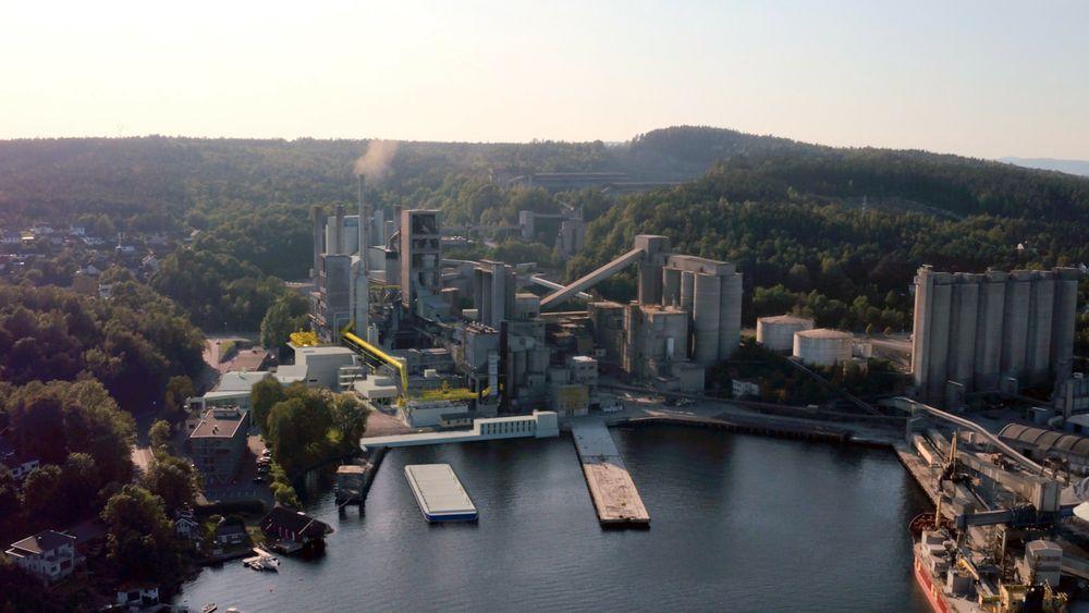 I 2024 vil sementfabrikken til Norcem se omtrent slik ut. Da skal et fullintegrert CO2-fangstanlegg være i drift, og sørge for at sementen som produseres blir nesten CO2-fri.