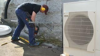 Kuttet støtte til varmepumper – salget falt dramatisk