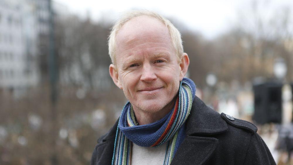 Lars Haltbrekken i SV vil ha svar på om IFE hadde lov til å ta i mot atombrensel fra utlandet.